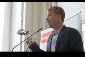 Henrik Beha Pedersen taler, You-turn konference på Christiansborg